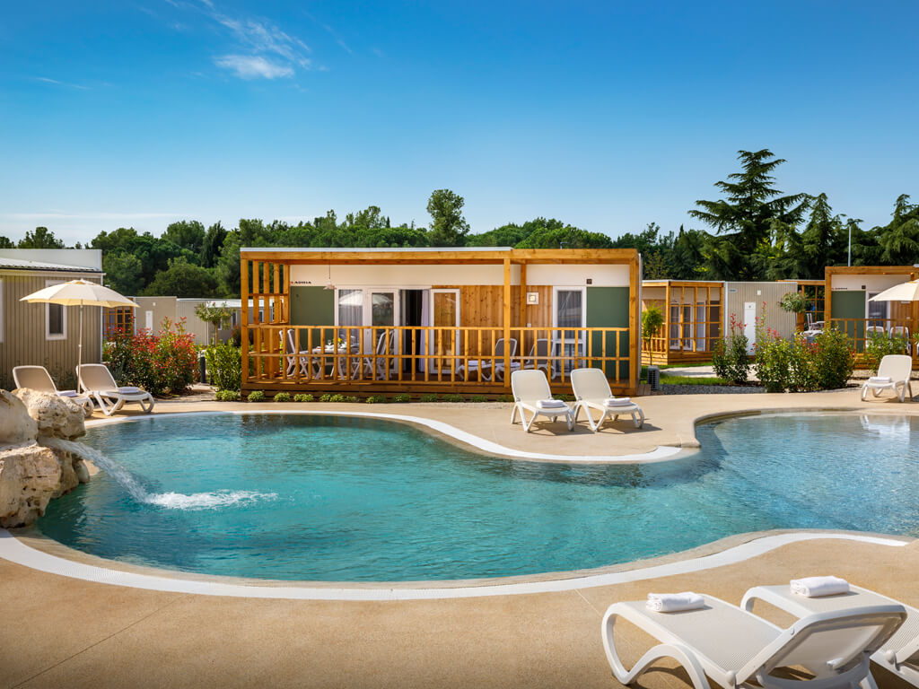 Mobile homes with swimming pools | my-mobilehome.com