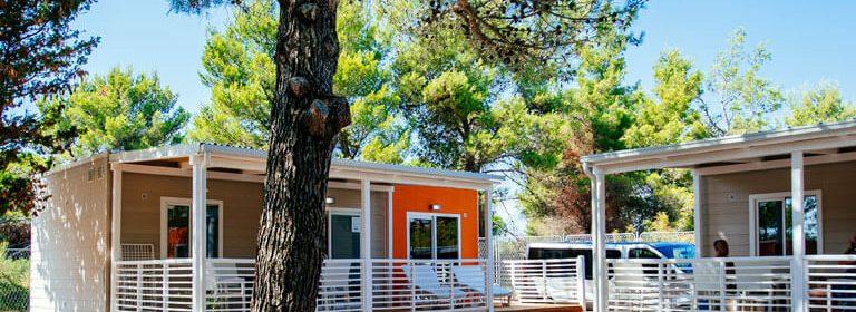 Moderne Mobilheime umgeben von der mediterranen Schönheit von Dalmatien - Zadar, Šibenik, Split